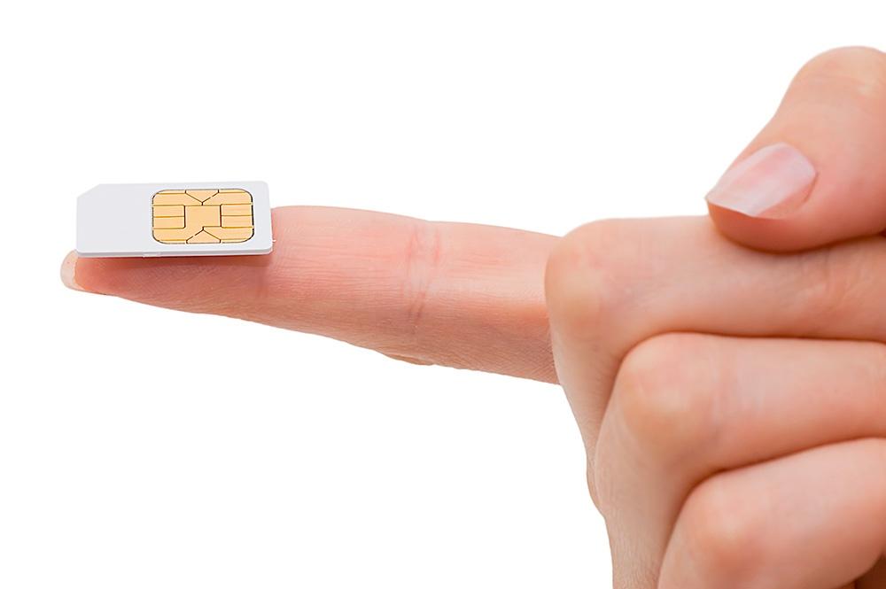 Micor SIM Karte ausgebrochen auf Finger