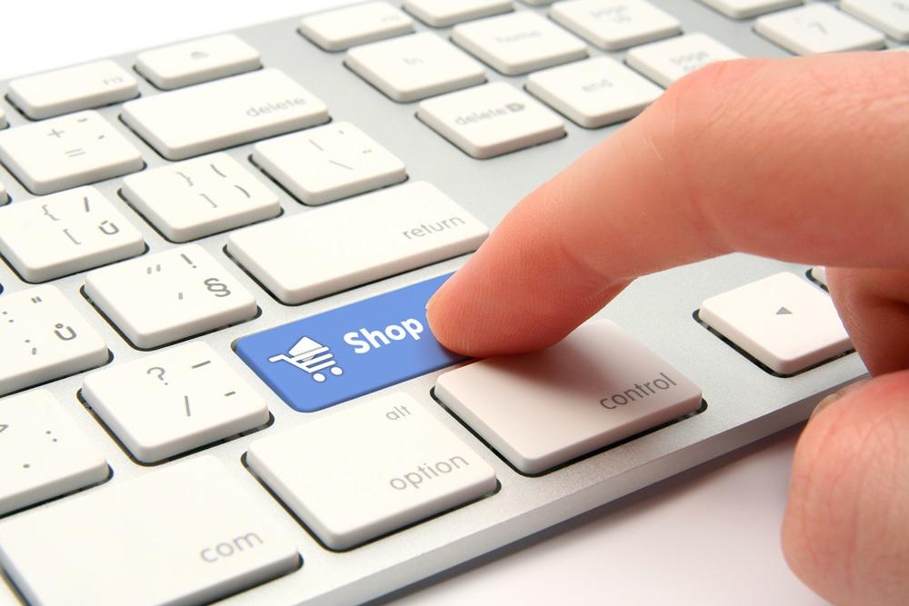 Tastatur mit blauer Taste für Shop, wird gedruckt