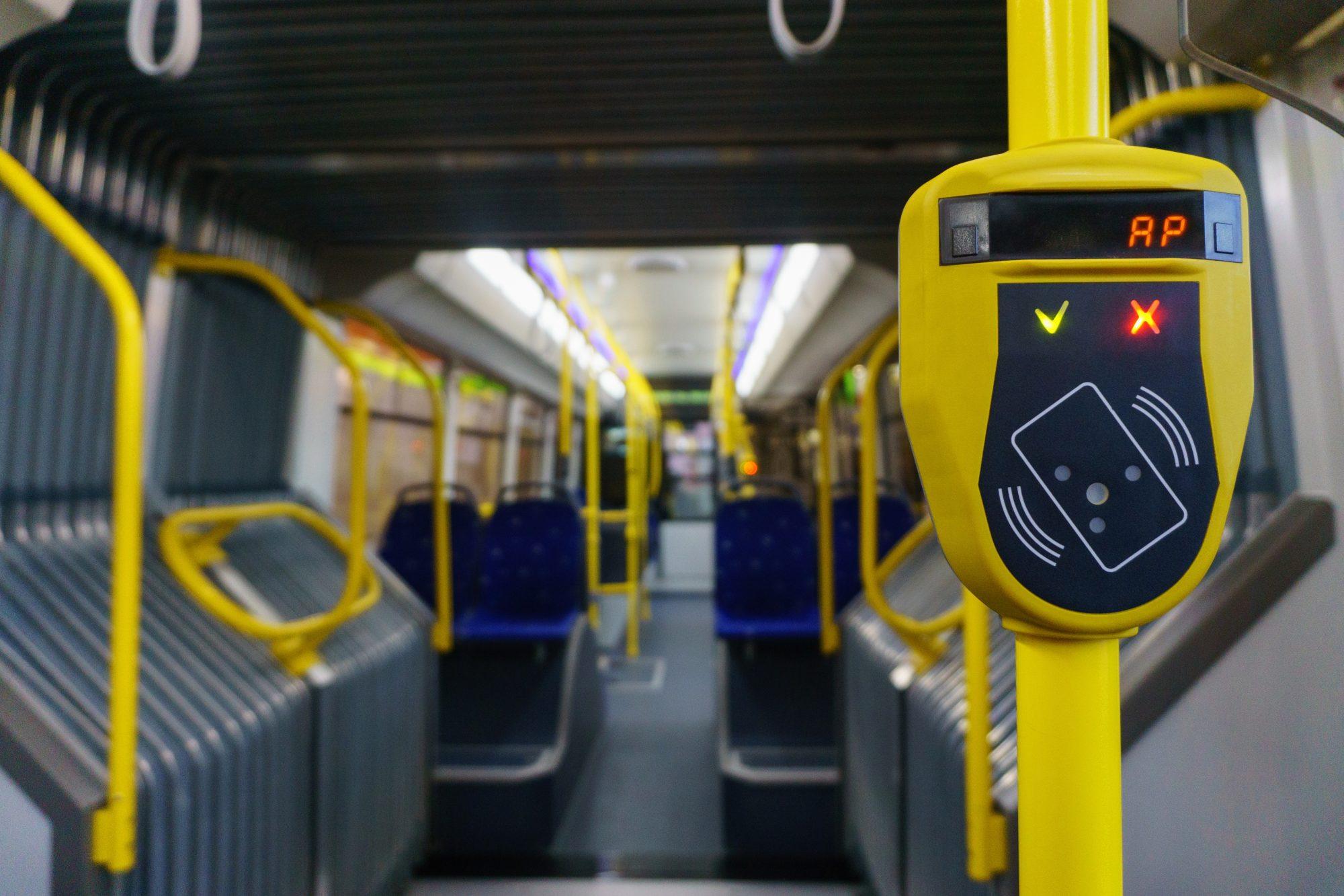 RFID Lesegerät für RFID Karten z.B. kontaktloses Ticket Einlesen im Bus