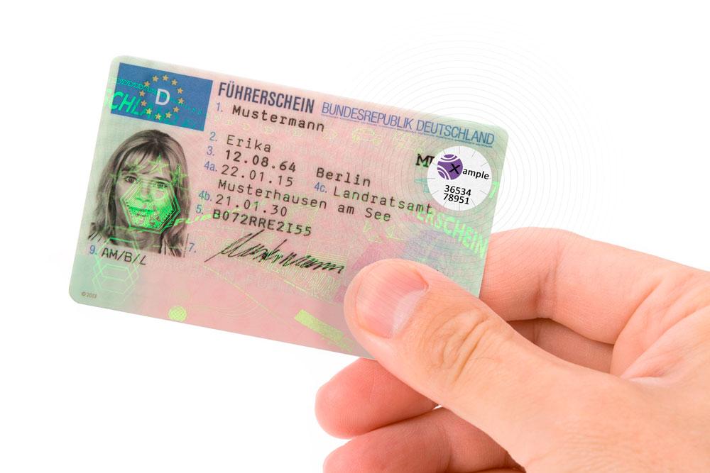 Führerscheinlabel mit RFID auf Führerschein