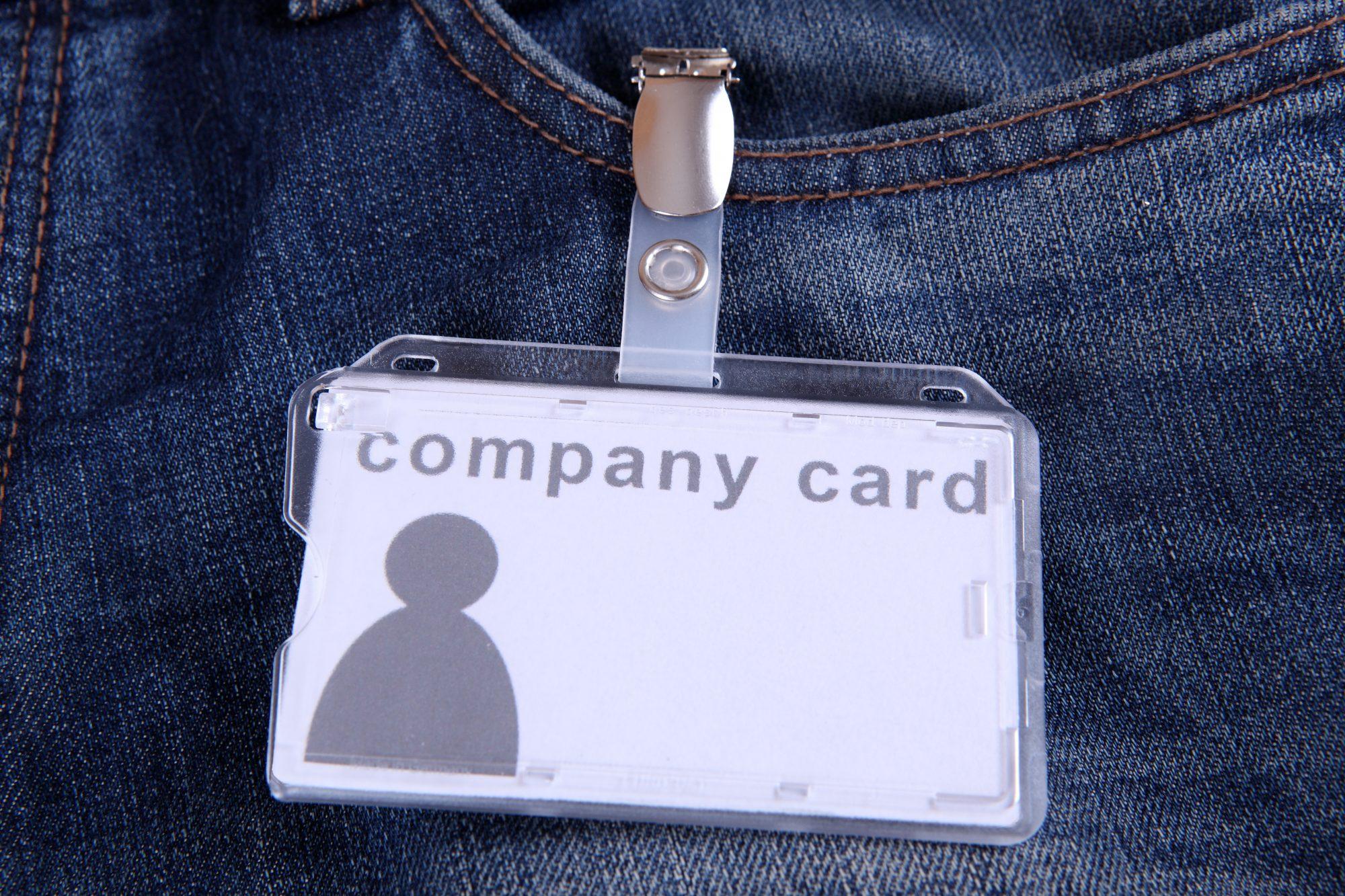 Kartenclip mit Ausweishülle an Jeans Hose