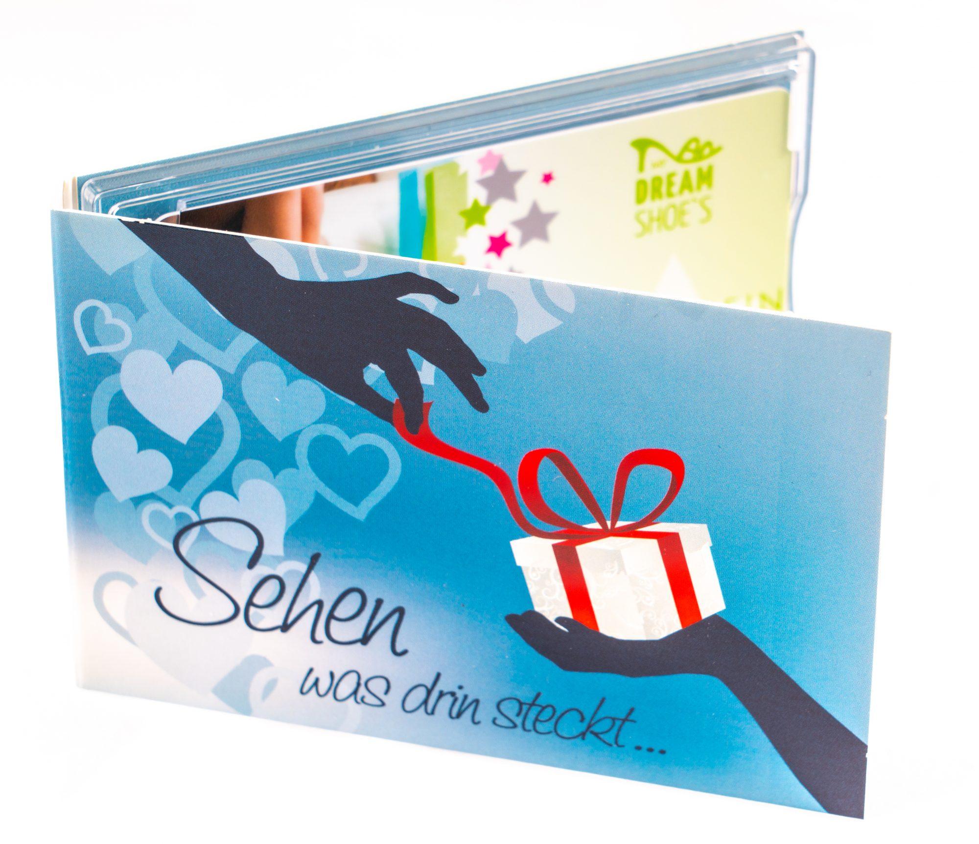 bedruckte Geschenkhülle aus Karton, mit Plastikclip für Karte