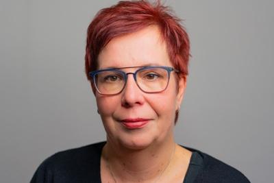 Portrait Janet Schmidt Plasticard-ZFT
