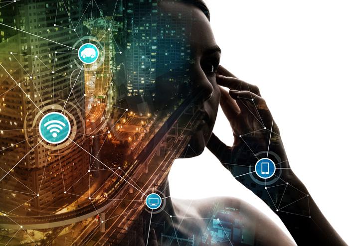 SmartCity Collage mit Stadtbild und Mensch